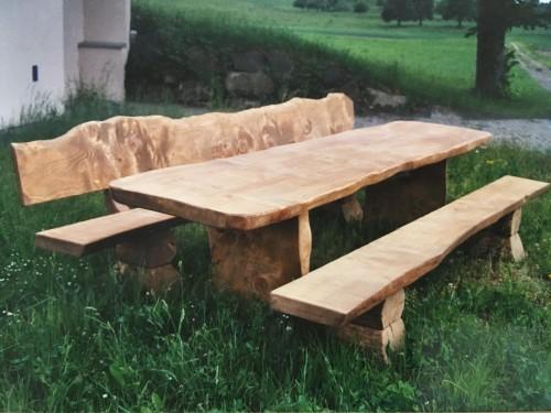 Tisch und Bankgarnitur